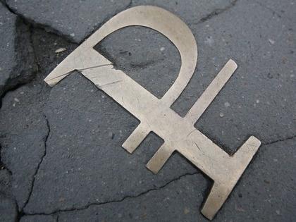 ЦБ оценил масштабы ослабления рубля в апреле