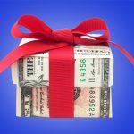 Деньги в подарок: равнодушие или любовь?