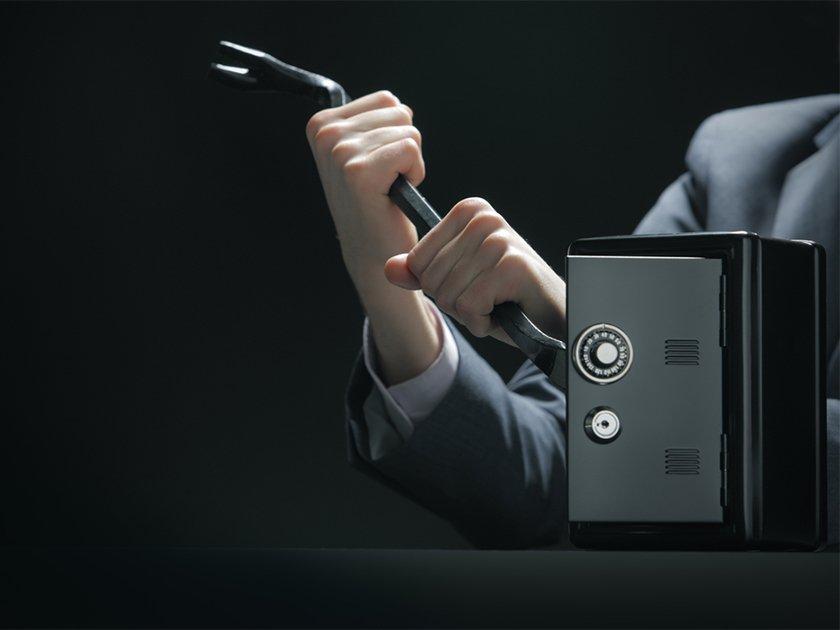 Не «маринки», а «луизы»: почему рядовые сотрудники банков вредят своим работодателям?