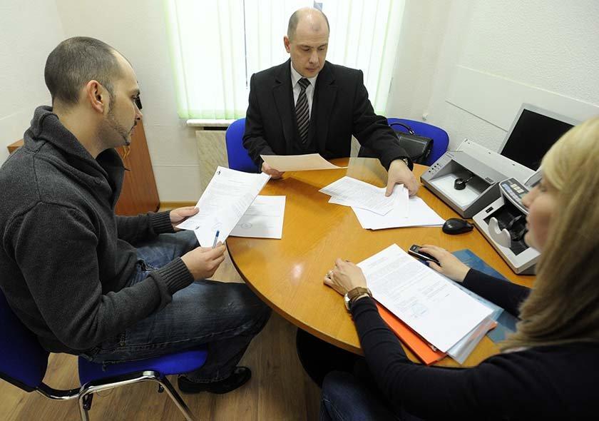 Банки могут начать оценивать клиентов по кредитам их родственников