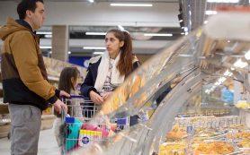 Росстат: доля семей со средствами только на одежду и еду выросла