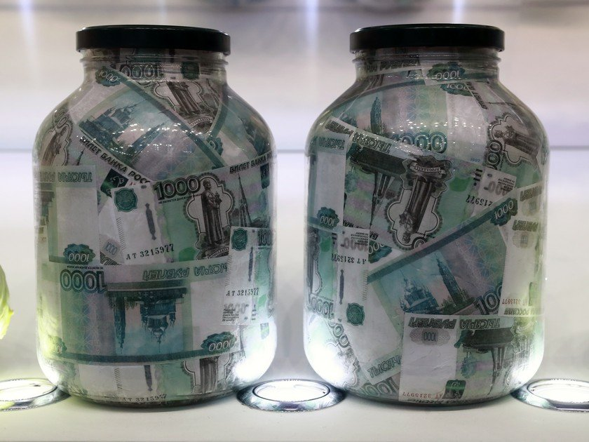 Максимальная ставка топ-10 банков по рублевым вкладам упала до рекордно низкого уровня