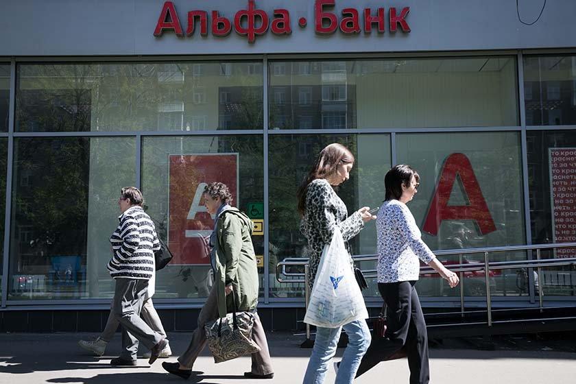 СМИ: данные клиентов Альфа-Банка оказались выставленными на продажу