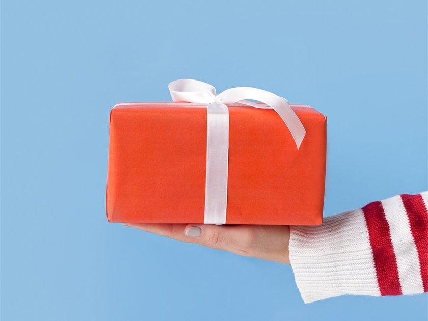Вам акция. Какие подарки приготовили клиентам брокеры в конце года
