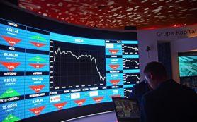 Рубль завершил основную валютную сессию разнонаправленно