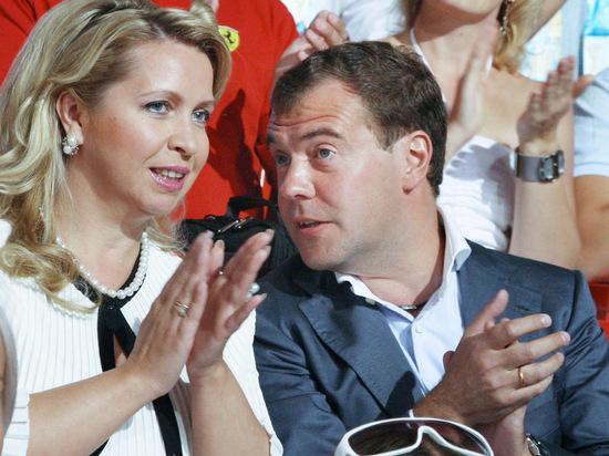 Путин приказал оформить Медведеву и его супруге дипломатические паспорта