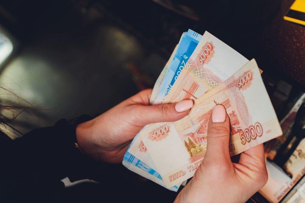 ЦБ разъяснил порядок вводимого в РФ контроля за операциями с наличностью