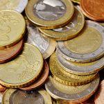 Рубль немного укрепился по итогам основной валютной сессии