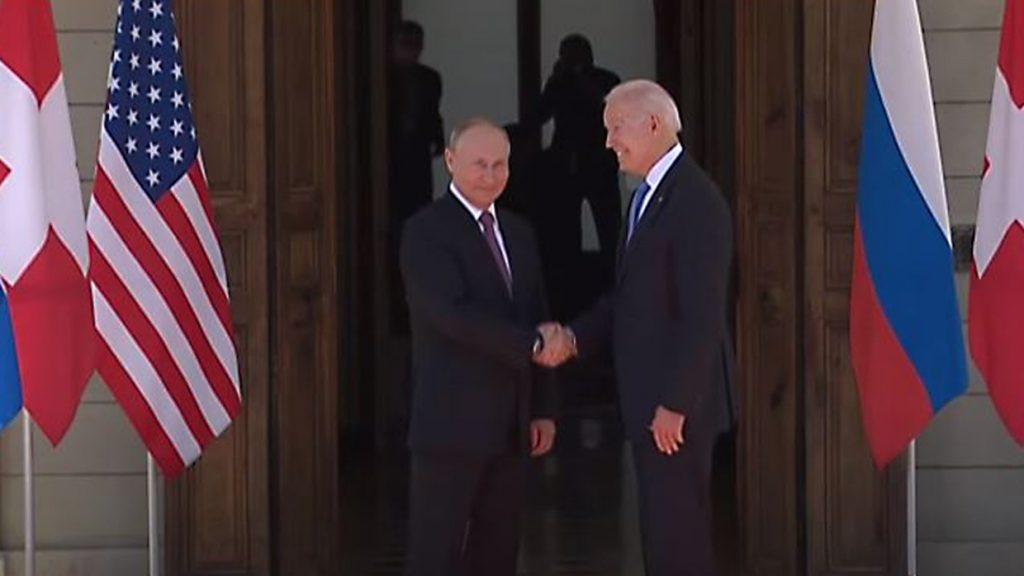 Рубль перешел к росту на фоне встречи Путина и Байдена