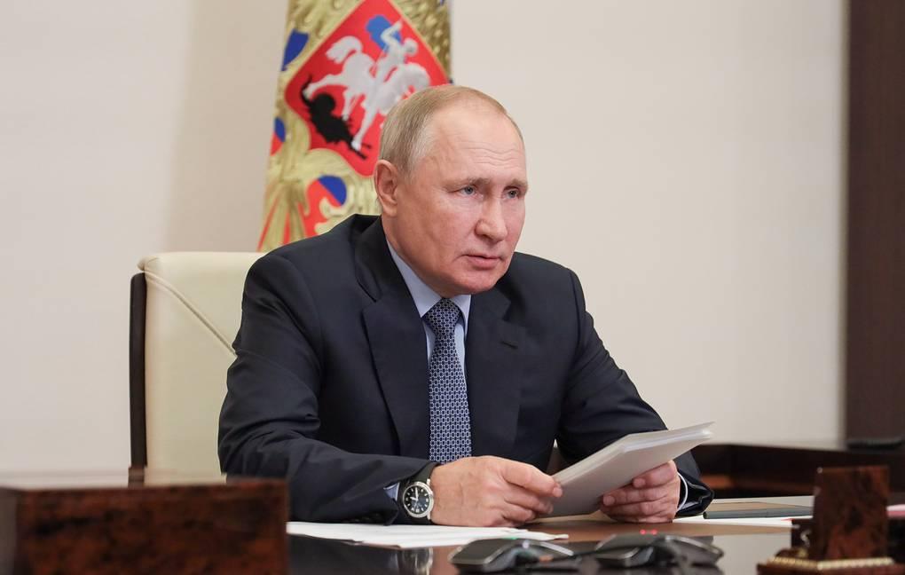 Путин поручил сократить число проверочных в школах для «обоснованного контроля знаний»